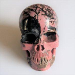 Deze kristallen schedel is 13.3 cm hoog en weegt 1834 gram.