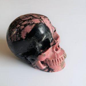 Rhodoniet skull zwart-roze