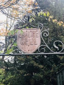 Soultrip - the Chalice Well Gardens waar de bronnen zijn.