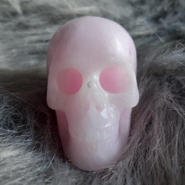 Roze aragonietskull 5 cm – De Lichtkracht Academie - Kristallen schedels en draken als helper & healer ⋆ fannyvanderhorst.nl