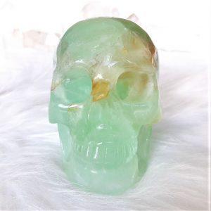 Deze kristallen schedel van fluoriet is 12.5 cm hoog en weegt 1542 gram.